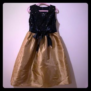Girls size 8 gold & black sequin dress with bow